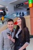 Reunión de socios comerciales en el centro comercial Fotos de archivo libres de regalías