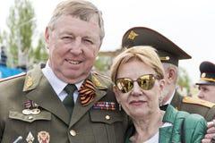 Reunión de viejos amigos en la celebración en Victory Day anual, mayo Foto de archivo libre de regalías