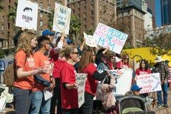 Reunión del ` s de la gente de la acción de la demanda de las mamáes contra violencia Foto de archivo libre de regalías