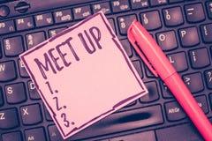 Reunión del texto de la escritura de la palabra para arriba Concepto del negocio para la reunión informal que recolecta la colabo fotografía de archivo libre de regalías