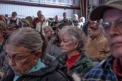 Reunión discutible sobre 02-13-2018 en la pequeña ciudad rural de juliano en el condado de San Diego, meetin del tablero de Julia Fotos de archivo libres de regalías