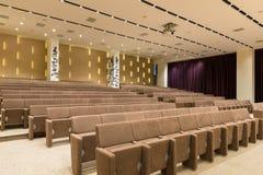 Reunión moderna vacía grande, sala de conferencias Fotografía de archivo libre de regalías