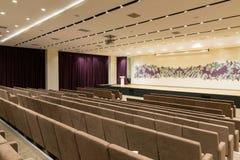 Reunión moderna vacía grande, sala de conferencias Imágenes de archivo libres de regalías