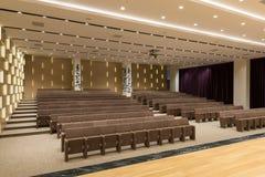 Reunión moderna vacía grande, sala de conferencias Fotografía de archivo
