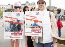 Reunión siria en Trafalgar Square para apoyar a médicos bajo fuego Foto de archivo libre de regalías