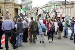 Reunión siria en Trafalgar Square para apoyar a médicos bajo fuego Fotografía de archivo