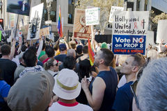 Reunión y marzo de la protesta del asunto 8 en Los Ángeles Foto de archivo