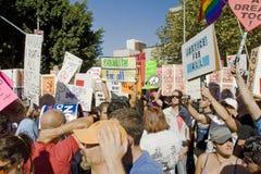 Reunión y marzo de la protesta del asunto 8 en Los Ángeles imagen de archivo libre de regalías