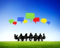Reunião de negócios exterior com bolha do discurso Fotografia de Stock Royalty Free