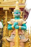 Reus die zich bij de tempel bevinden Stock Foto