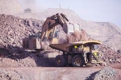 Reusachtig Graafwerktuig mijnbouw Royalty-vrije Stock Foto's