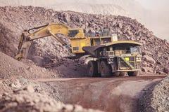 Reusachtig Graafwerktuig mijnbouw Royalty-vrije Stock Afbeeldingen