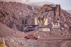 Reusachtig Graafwerktuig mijnbouw Stock Afbeeldingen