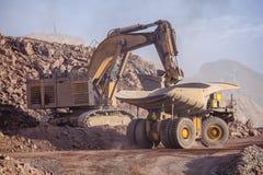 Reusachtig Graafwerktuig mijnbouw Royalty-vrije Stock Afbeelding