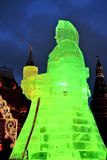 Reusachtig ijscijfer van een vrouw in Moskou De Maslenitsa-pop Stock Fotografie