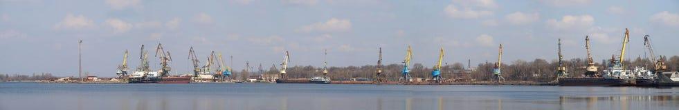 Reusachtig panorama van industriële haven Royalty-vrije Stock Foto's