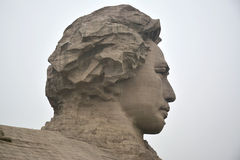 Reusachtig standbeeld van Mao Zedong in zijn de jeugdtijd stock foto