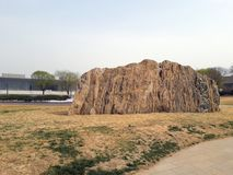 Reusachtig stuk van rots in het park Tianjin, China Royalty-vrije Stock Afbeelding