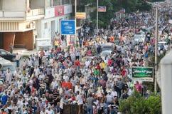Reusachtige demostrations tot steun van verdrongen President Morsi Stock Afbeeldingen