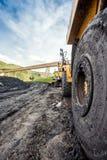 Reusachtige die machines aan steenkooluitgraving worden gebruikt Stock Afbeelding