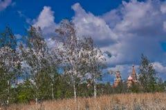 Reusachtige dreigende wolk over Moskou het Kremlin stock foto's