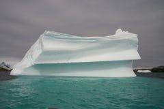 Reusachtige ijsberg Stock Afbeeldingen