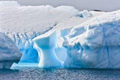 Reusachtige ijsberg in Antarctica royalty-vrije stock afbeelding
