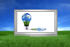 Reusachtige LCD of TV van het Plasma met het Groene Concept van de Energie Royalty-vrije Stock Afbeeldingen