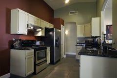 Reusachtige nieuwe keuken Stock Foto's