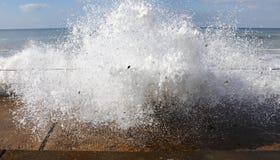 Reusachtige onweersgolf stock afbeeldingen