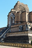 Reusachtige Pagode bij Tempel Jetiyaluang Stock Foto's