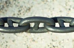 Reusachtige roestvrije zwarte staalketting Royalty-vrije Stock Fotografie
