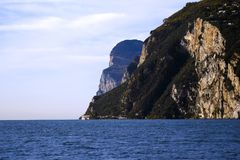 Reusachtige rots in het overzees Royalty-vrije Stock Foto