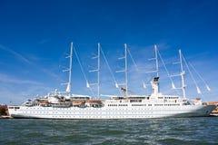 Reuze cruiseschip Royalty-vrije Stock Afbeelding