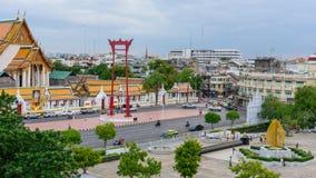 Reuze de schommelingsoriëntatiepunt van de tijdtijdspanne van de stad van Bangkok in zonsondergangtijd stock videobeelden