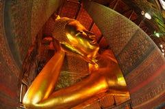 Reuze Doende leunen Boedha binnen Wat Pho in Bangk Royalty-vrije Stock Foto's