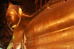 Reuze Doende leunen Boedha binnen Wat Pho in Bangk Royalty-vrije Stock Fotografie