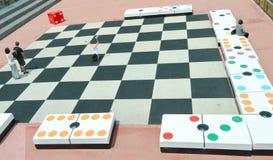 Reuze geplaatste domino's royalty-vrije stock fotografie