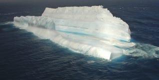 Reuze ijsberg in de zuidelijke oceaan Stock Foto