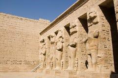 Reuze standbeelden, de Tempel van Medinet Habu Royalty-vrije Stock Foto's