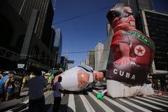 Reuzeballon die worden opgeblazen Stock Afbeeldingen