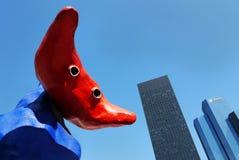 Reuzebeeldhouwwerk en wolkenkrabbersla Défense Parijs Stock Fotografie
