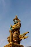 Reuzebeschermerstandbeeld bij de Tempel van Wat Phasrisanpet, Ayuttay Stock Afbeelding