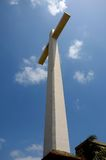 Reuzechristian cross bij Gora Qabaristan-begraafplaats Pakistan Van karachi stock afbeeldingen