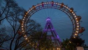 Reuzeferris wheel in de avond Wenen, Oostenrijk Stock Foto's