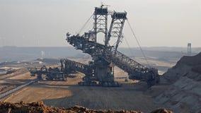 ReuzeGrijpexcavateur - Bovengrondse mijnbouw stock videobeelden