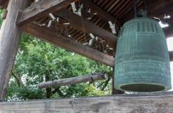 Reuzeklok bij de Boeddhistische Tempel van Kurodani Stock Afbeeldingen