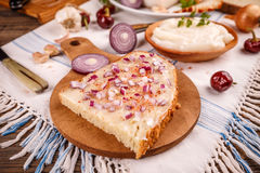 Reuzel op naar huis gebakken brood wordt uitgespreid dat Royalty-vrije Stock Foto's