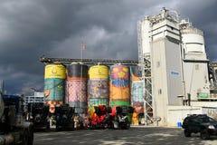 ` Reuzen` Openbare die Kunst op Concrete Silo's door Braziliaanse Artis wordt geschilderd royalty-vrije stock foto