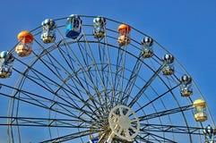 Reuzenrad in blauwe hemel stock afbeelding